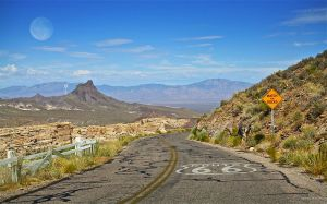 800px-Route66-Watch-For-Rocks